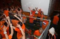 Oranje naar halve finale; dakdekker gezocht